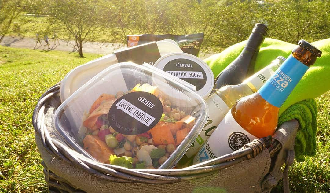Picknick im Olympiapark mit dem LEKKEREI-Korb