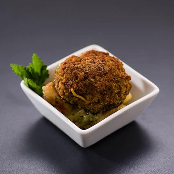 Fleischpflanzerl auf Kartoffel-Radieserlsalat