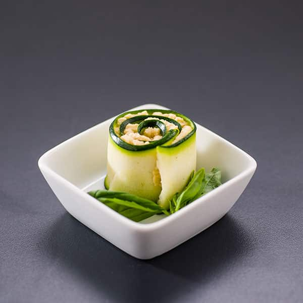 Zucchini-Röllchen mit Kichererbsen-Mousse