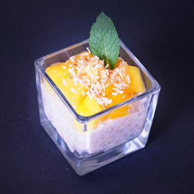 Tapioca-Kokospudding mit Ananas