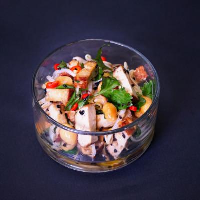 Hummus Bällchen auf Karottengemüse