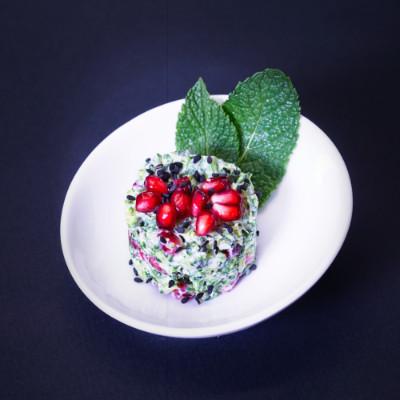 Mini-Quinoa-Burger auf Avocadochutney