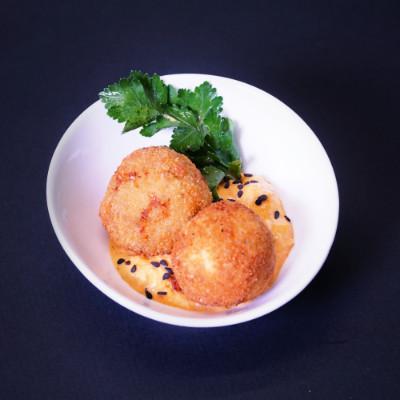 Sellerie-Quark-Pflanzerl mit Rote-Bete-Salat